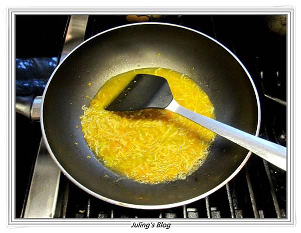 小魚乾燴菠菜做法5.JPG