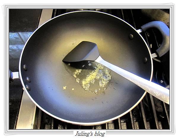 雙蛋芥菜心做法3.JPG