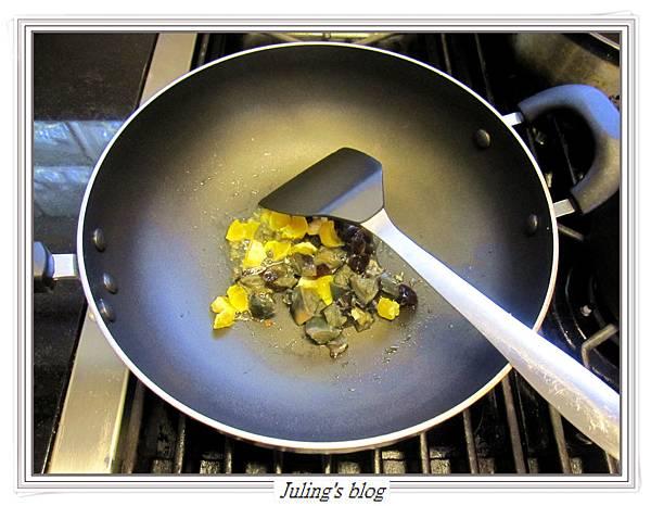 雙蛋芥菜心做法4.JPG