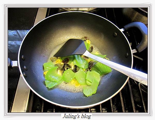 雙蛋芥菜心做法6.JPG