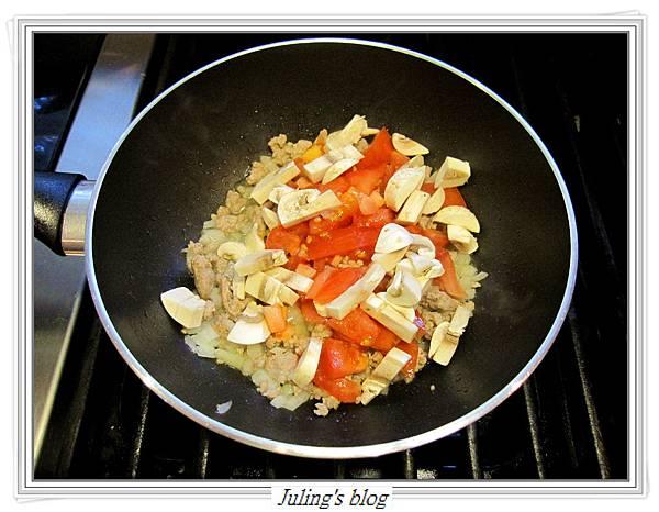 茄汁肉醬荷包蛋做法4.JPG