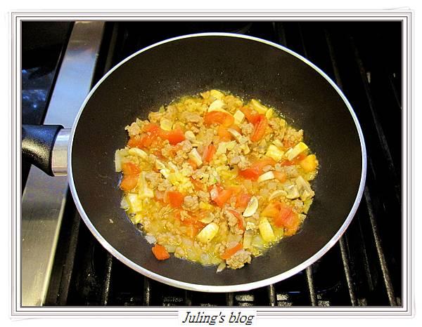 茄汁肉醬荷包蛋做法5.JPG