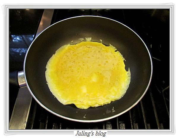 洋蔥蛋捲做法7.JPG