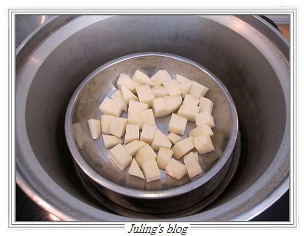 馬鈴薯炒皮蛋做法1.JPG