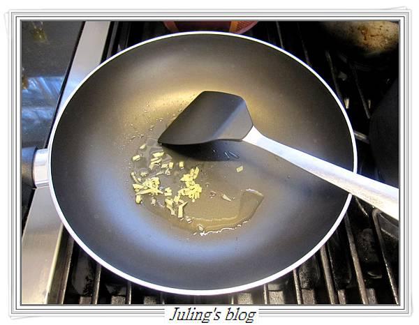 馬鈴薯炒皮蛋做法4.JPG