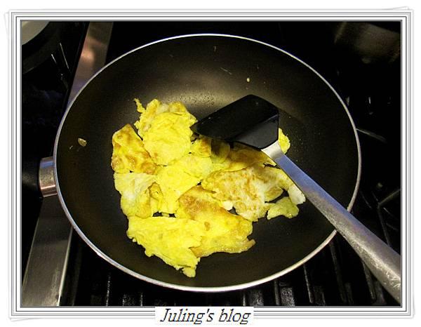 蛋片炒什蔬做法3.JPG