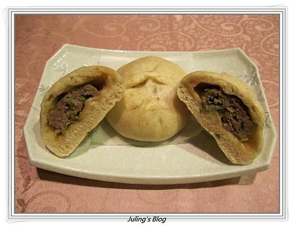 蔥香牛肉包1.JPG