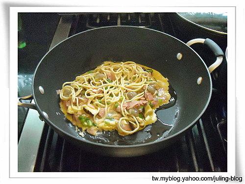 鮮蝦麵蛋餅3.jpg