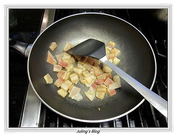 奶香魚丁炒嫩蛋做法3.JPG