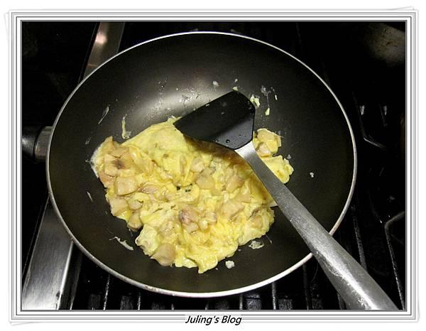 奶香魚丁炒嫩蛋做法7.JPG