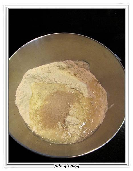 蛋糕預拌粉做甜麵包做法1.JPG