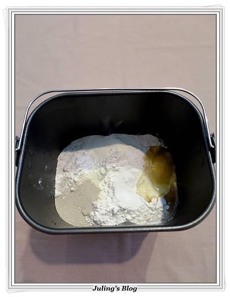 蜂蜜牛奶餐包做法1.JPG