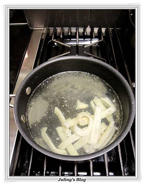 椰菜鮮魷羹做法2.JPG
