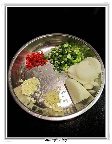 椰菜鮮魷羹做法3.JPG