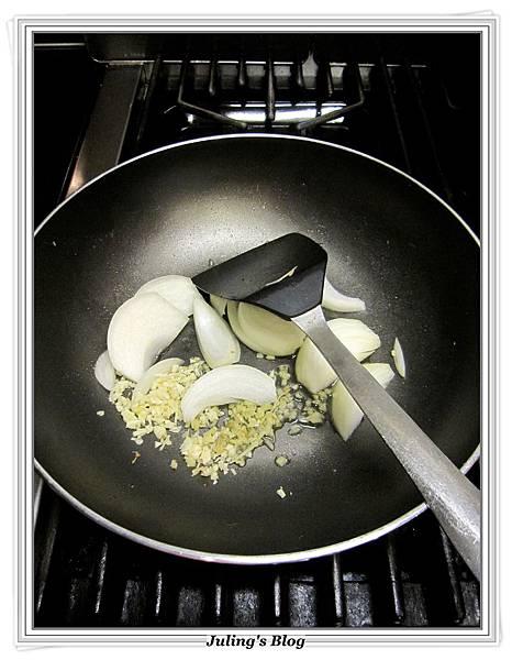 椰菜鮮魷羹做法4.JPG