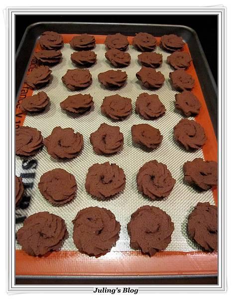 巧克力蛋白奶酥做法8.JPG