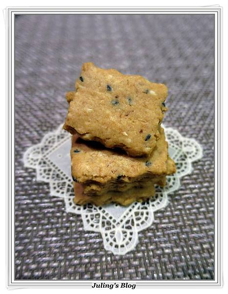 芝麻魚鬆餅乾4.JPG