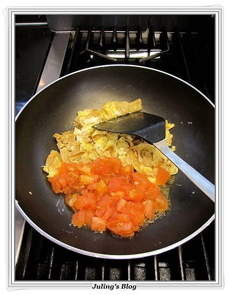 蕃茄蛋拌麵做法7.JPG