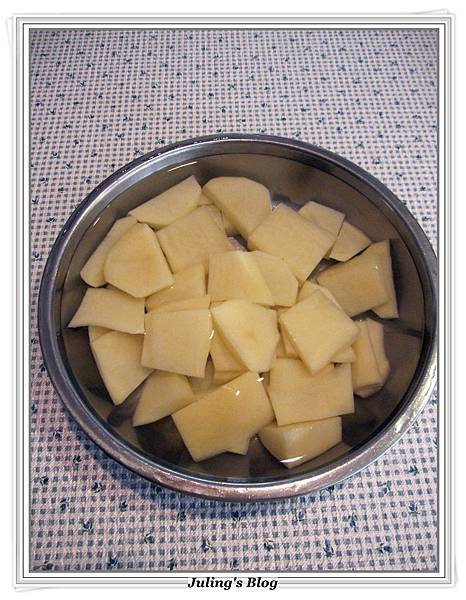 青椒蕃茄炒薯片 做法1.JPG