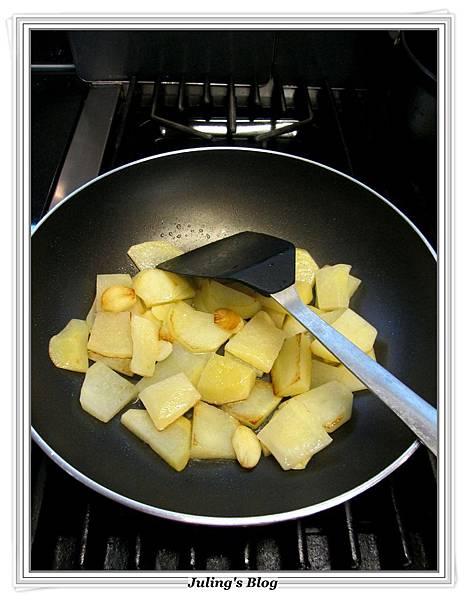 青椒蕃茄炒薯片 做法4.JPG