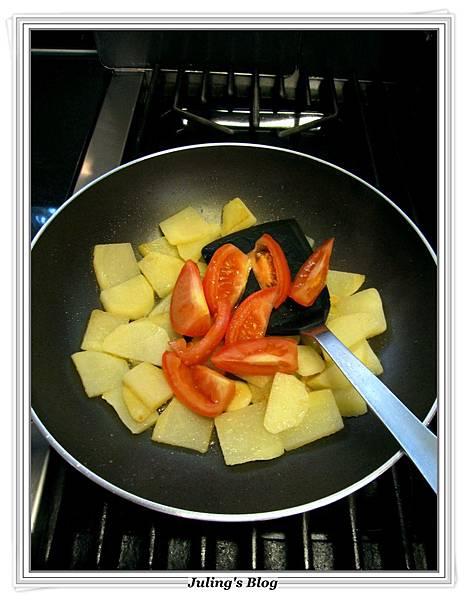 青椒蕃茄炒薯片 做法5.JPG