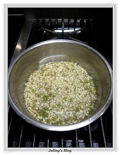 綠豆薏仁雞湯做法3.JPG