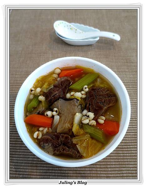 薏仁蔬菜牛肉湯做2.JPG