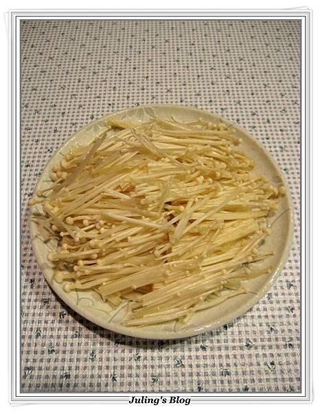 蒜蓉金針菇做法2.JPG