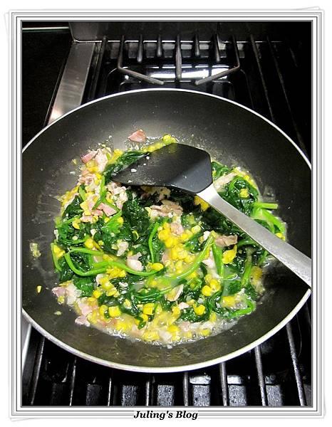 玉米菠菜做法6.JPG