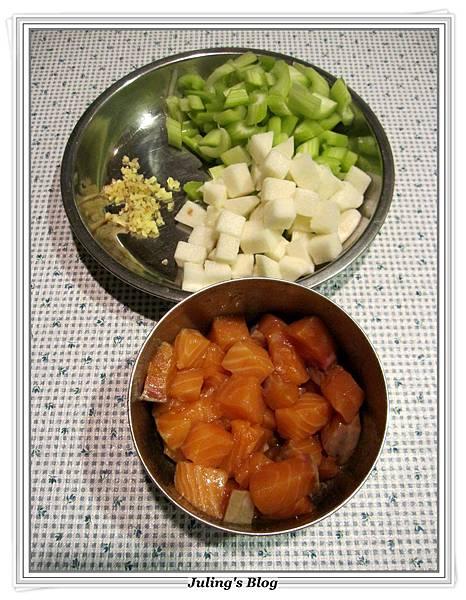 鮭魚山藥炒西芹做法1.JPG