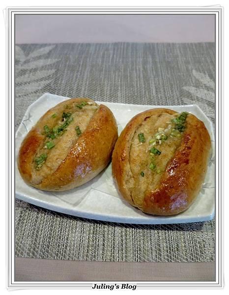 蔥香蒜味麵包2.JPG