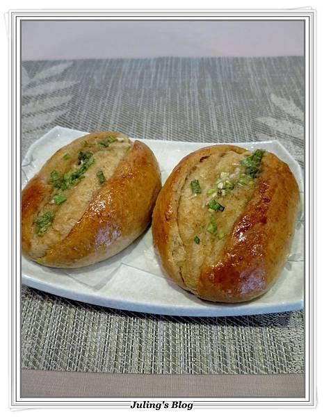 蔥香蒜味麵包3.JPG