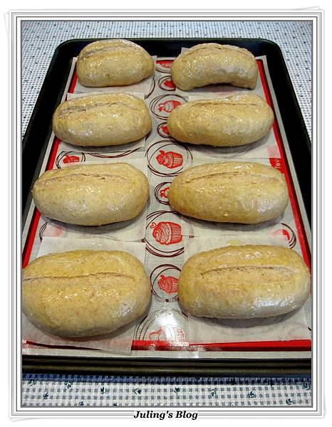 蔥香蒜味麵包做法11.JPG