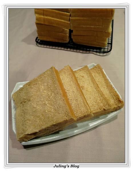 黑糖鮮奶土司1.JPG