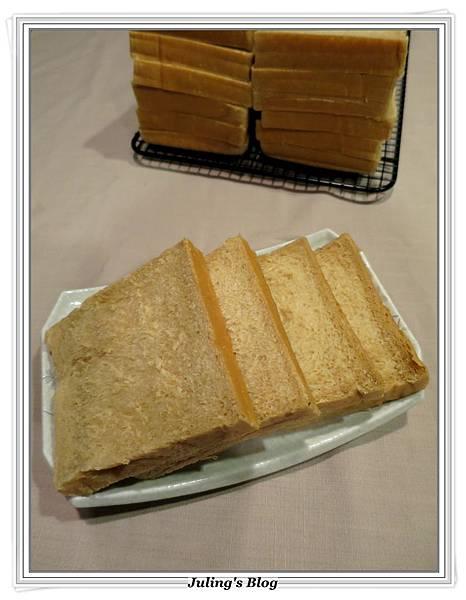 黑糖鮮奶土司2.JPG