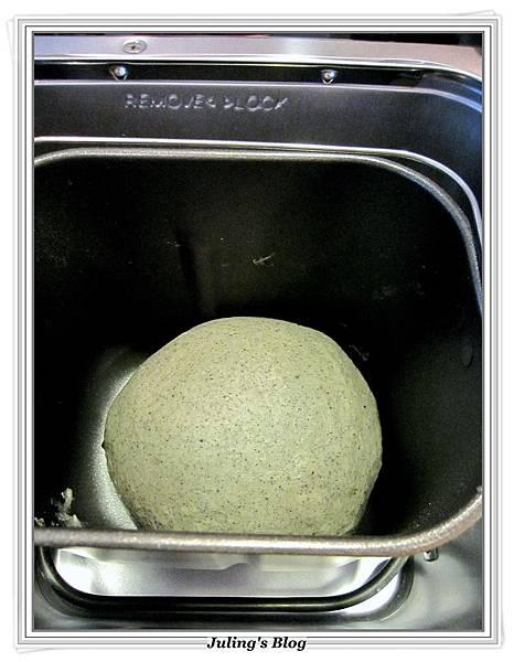 芝麻鮮乳土司做法3.JPG