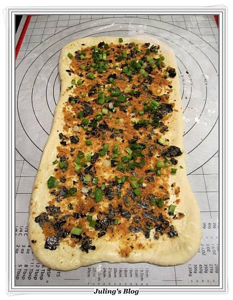 海苔肉鬆麵包捲做法9.JPG