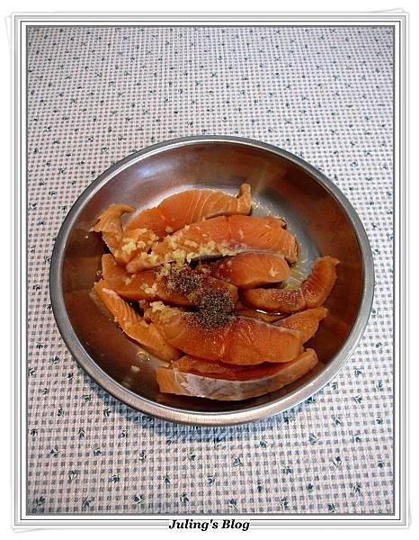 海苔鮭魚捲做法1.JPG