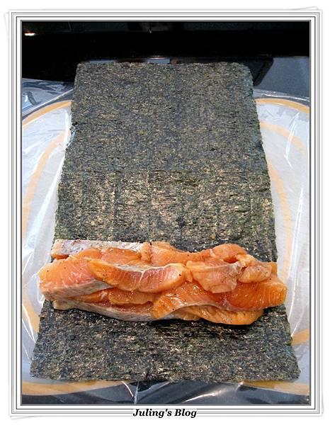 海苔鮭魚捲做法2.JPG