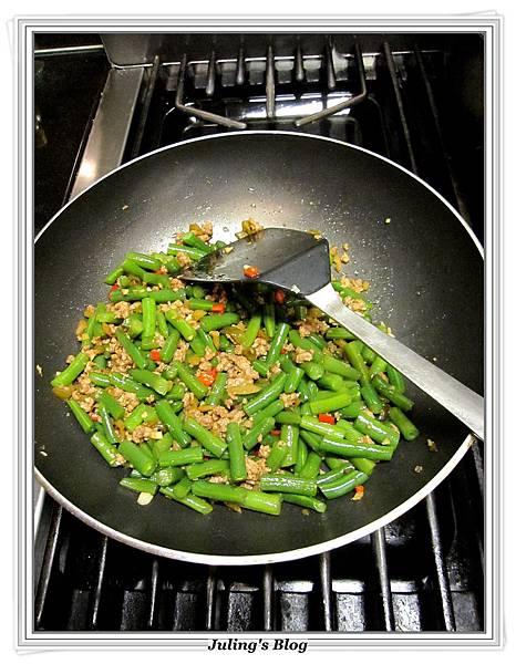 榨菜肉末四季豆做法7.JPG