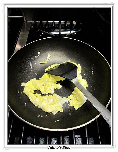 玉米醬炒蕃茄蛋做法2.JPG