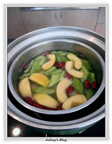 蘋果苦瓜雞湯做法5.JPG