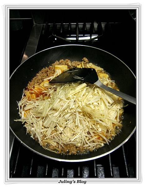 肉末金菇燒豆腐做法9.JPG