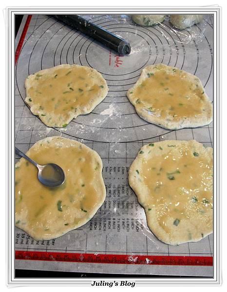魚鬆蔥燒餅做法9.JPG