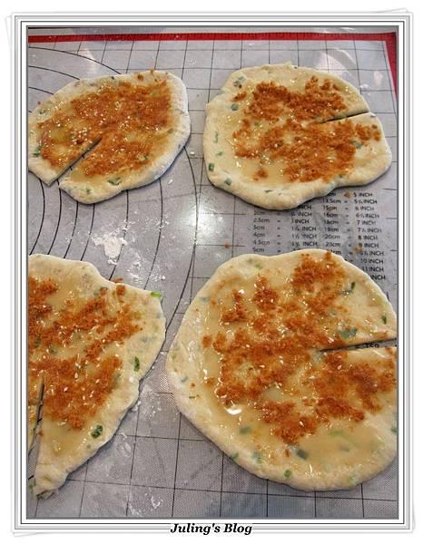 魚鬆蔥燒餅做法10.JPG