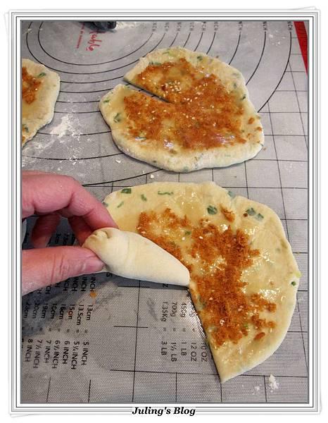 魚鬆蔥燒餅做法11.JPG