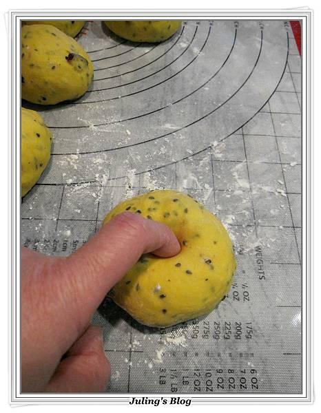 芝麻南瓜蔓越莓貝果做法9.JPG