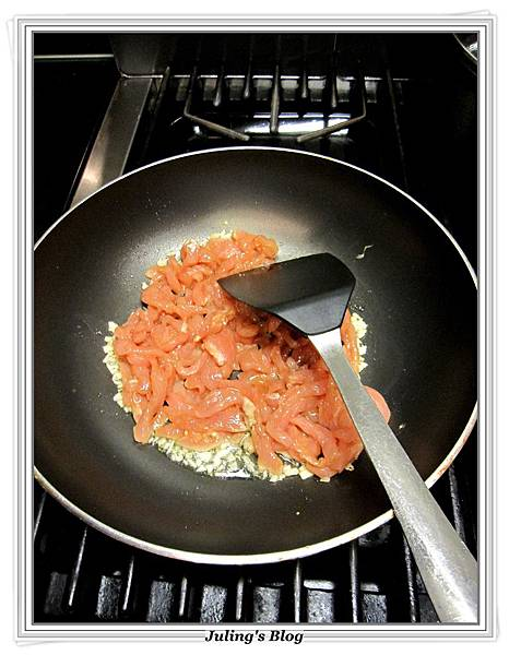 金菇青椒肉絲做法3.JPG