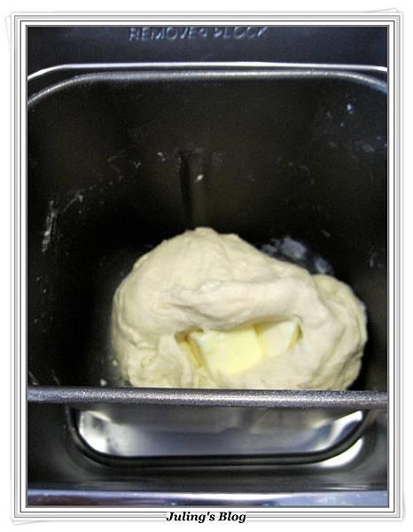 奶香酥粒麵包做法2.JPG