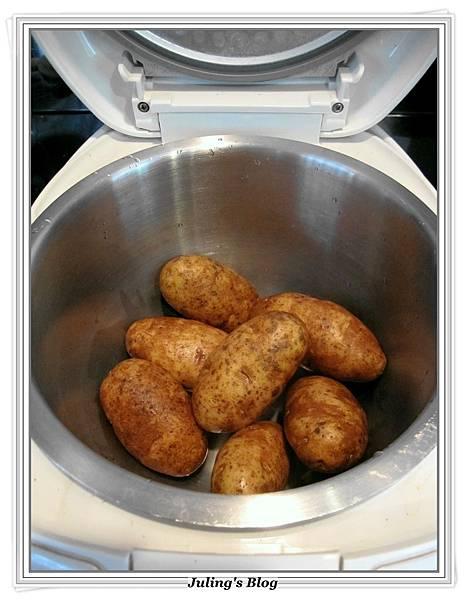 用電飯鍋烤馬鈴薯做法1.JPG